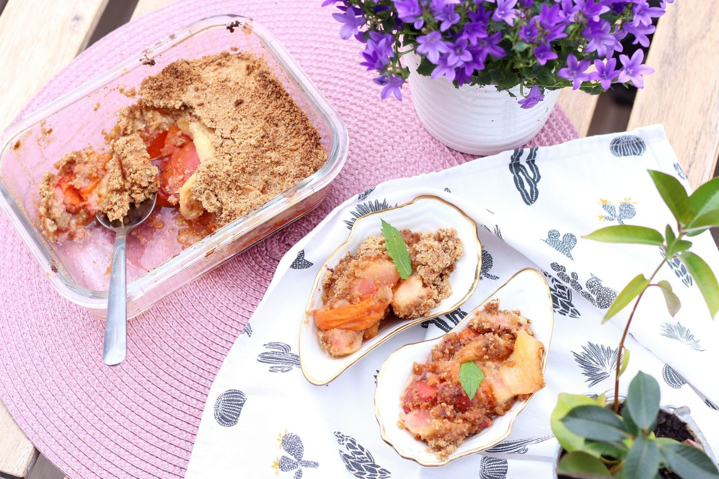 Apricot peanut butter crumble